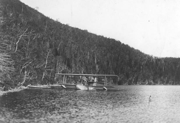 Hydravion G-CAFO de Jacques de Lesseps, au Lac Matapédia de Val-Brillant en 1927-1928. (Coll.privée M.Yves Durette, archives de la Corp. Lire la Mer, Matane)